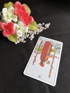 タロットカード:ワンドの2の逆位置