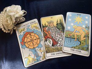 タロットカード:女帝、星、運命の輪の逆位置