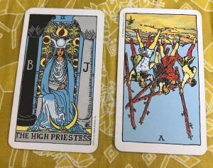 タロットカード:女教皇、ワンド5の逆位置