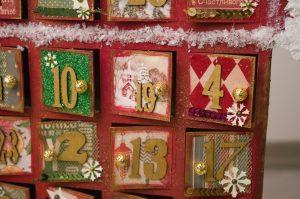 6月生まれのラッキーアイテム:金や赤のクリスマスのインテリアをプラス