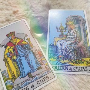 タロットカード:カップのキング(正位置)、カップのクイーン(正位置)