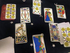 タロットカード:力、ソード9逆位置、ペンタクルス7逆位置、ペンタクルス3逆位置、法王逆位置、ソード3、死神