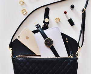 10月生まれのラッキーアイテム:黒の財布・バッグ