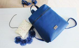 2月生まれのラッキーアイテム:藍色をファッションにプラス