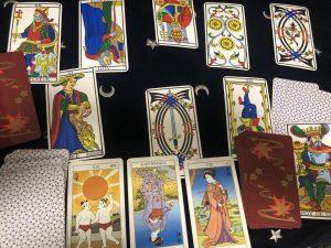 タロットカード:太陽、節制の逆位置、正義
