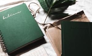 7月生まれのラッキーアイテム:深緑色の手帳やノート