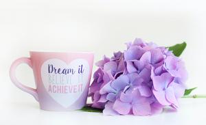 10月生まれのラッキーアイテム:紫色のマグカップ
