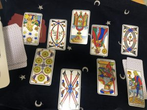 タロットカード:ペンタクルス女王逆位置、ソード王逆位置