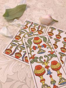 タロットカード:聖杯9、聖杯10、聖杯3